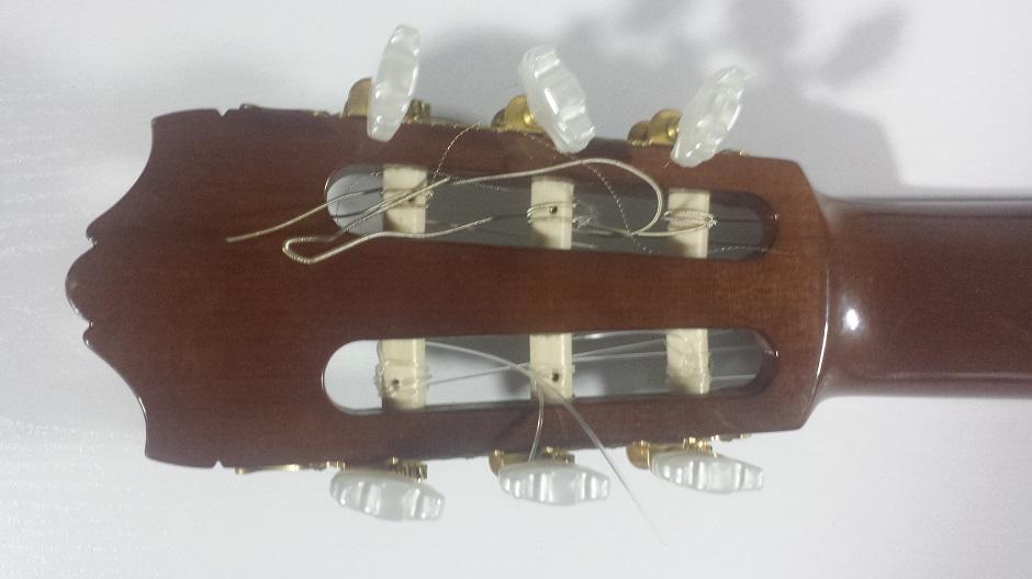 La guitarra española: Las clavijas y el clavijero, vistos por detrás