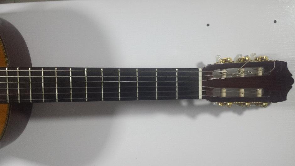 Mástil y clavijero de la guitarra española